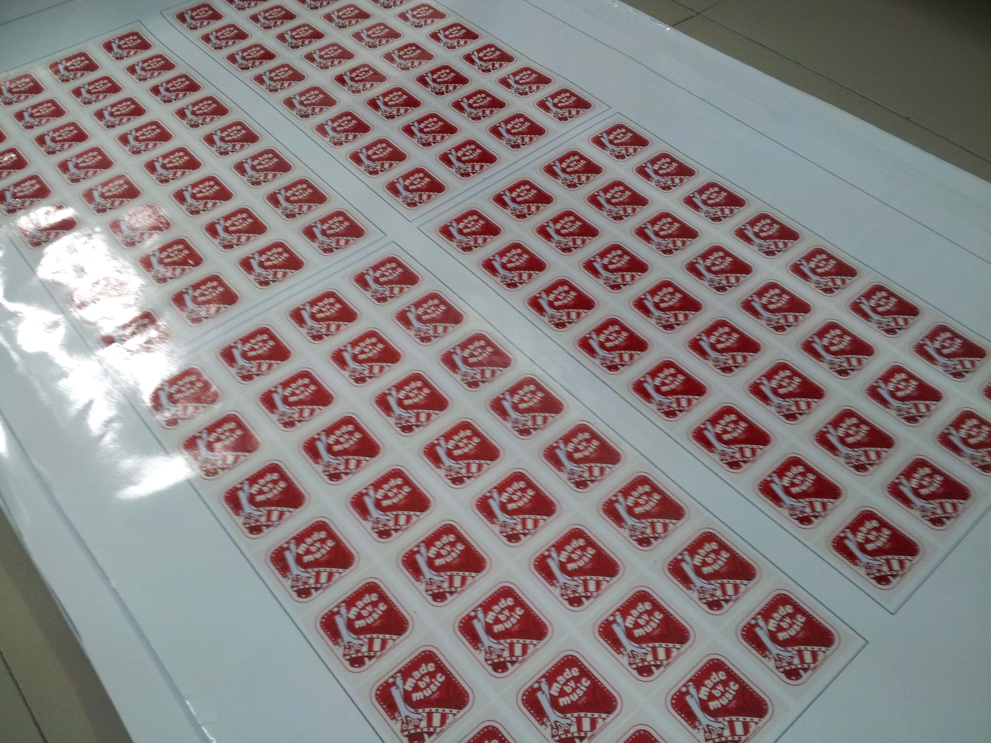 In Decal nước làm tem nhãn dán tuyệt đẹp, in ấn chất lượng cao, giá rẻ ngay với DVQuangCao