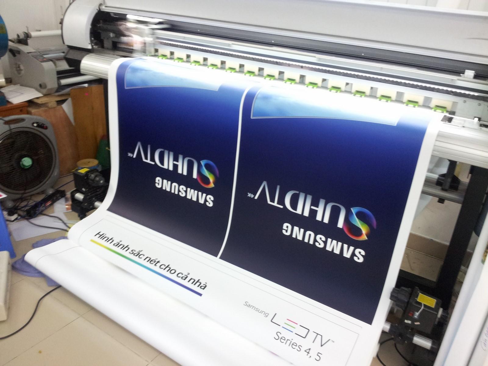 Tất cả các sản phẩm poster gắn standee đều được in bằng máy in khổ lớn, hiện đại cho thành phẩm in chất lượng siêu đẹp